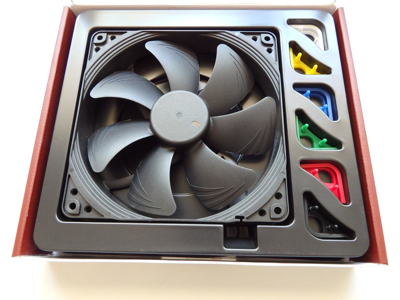 hardware_cooling_noctua_chromax_140mm39