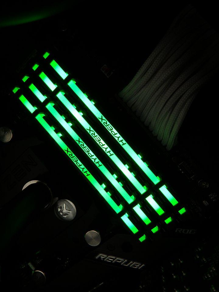ASUS_STRIX-X470-F-Gaming-hyperX06